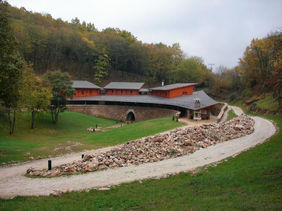 Vörös-tói Látogatóközpont (f:magyarnemzetiparkok.hu)