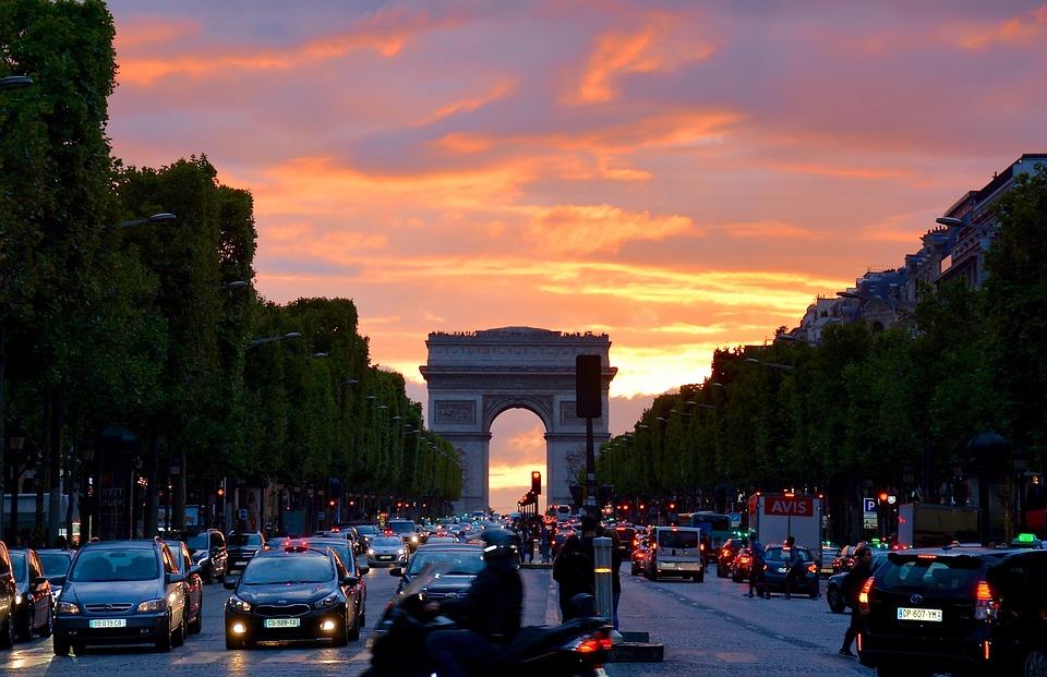 A Diadalív és a Champs-Élysées (f: Pixabay)