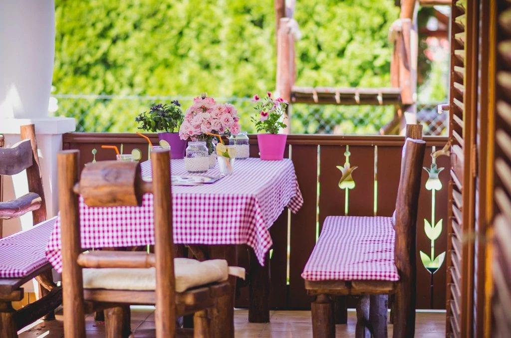 Nívós szállások: Nád a házam teteje vendégház terasz