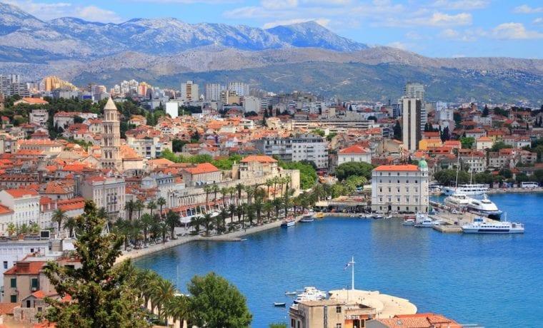 Split látnivalók: tengerpart és kikötő
