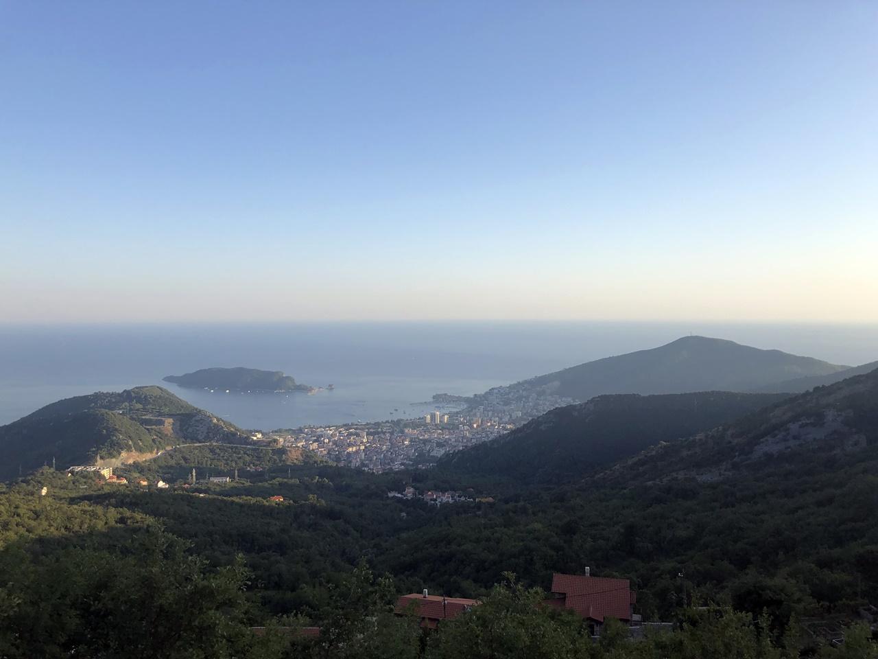 autóval Montenegróba