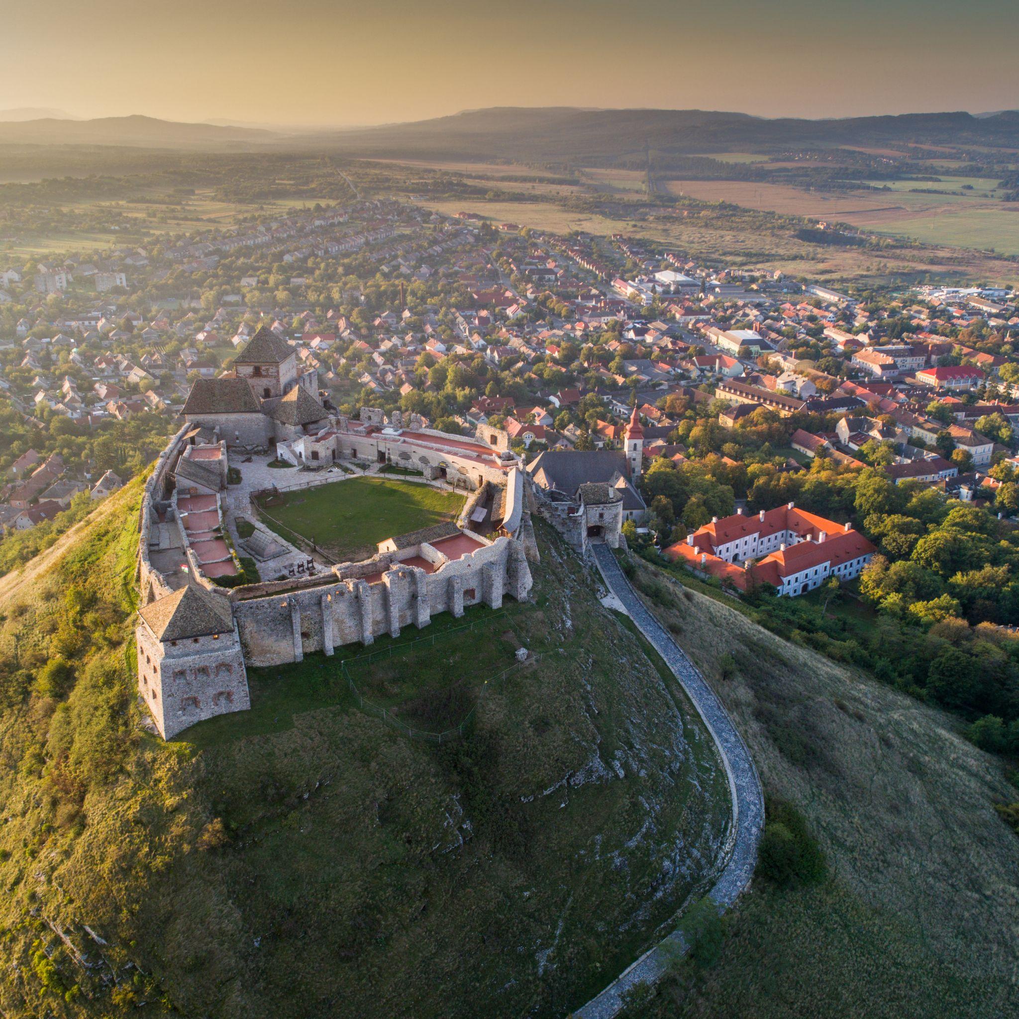 5 vár 5 magyarországi tanúhegyen