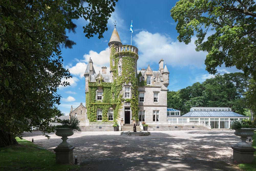 Ingyen nyaralás egy skót kastélyban és 5000 dollár: Ezt most megnyerheti valaki!