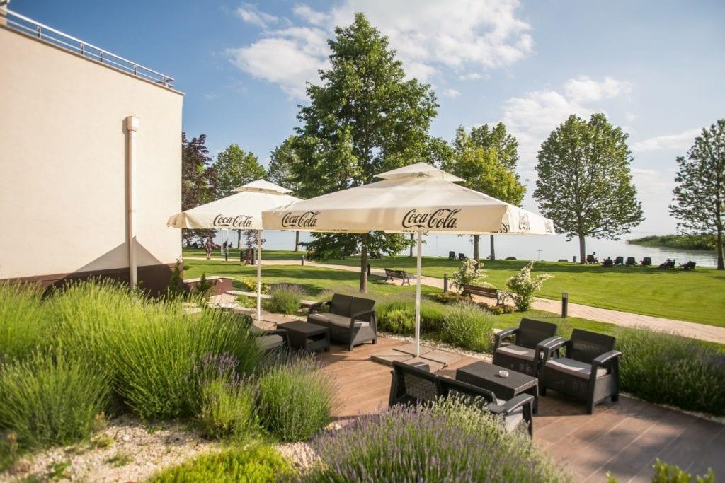 Kenese Bay Garden Resort - ahol a feltöltődéshez balatoni panoráma is jár