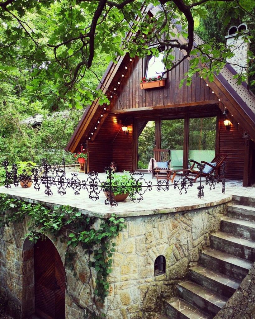 12 mesebeli vendégház Kismaros szívében