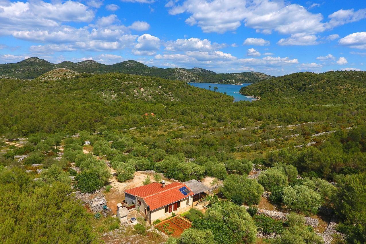 Eldugott hangulatos nyaraló csodás környezetben,Telašćica