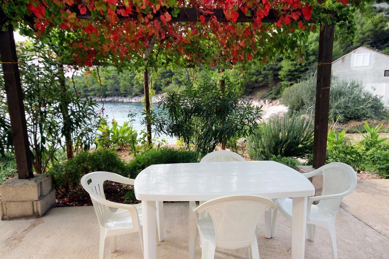 Igazi mediterrán hangulatú apartmanok, közvetlenül a tengerparton Hvar szigetén
