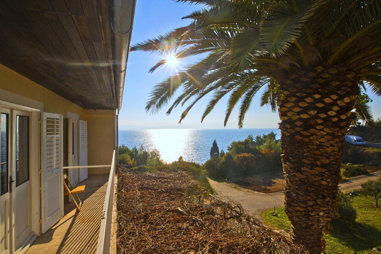 Modern mediterrán apartmanok tengerre néző erkéllyel