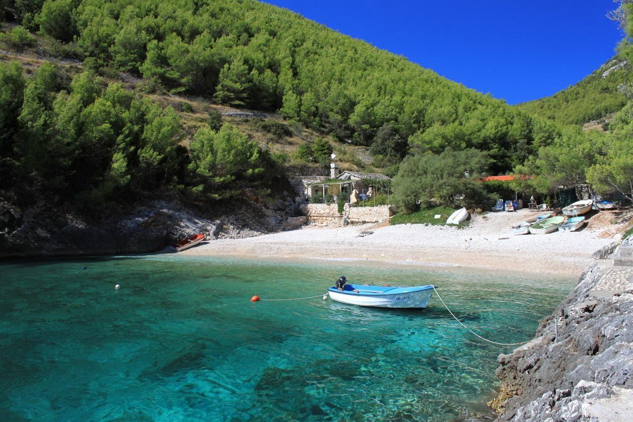 Romantikus halászkunyhó, apró, festői öböllel, Korcula szigetén