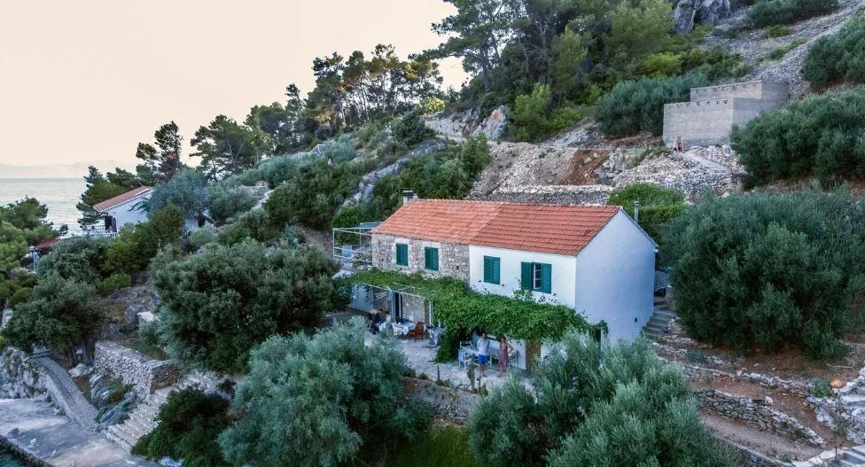 Tengerre néző bungalló privát terasszal Hvar szigetén