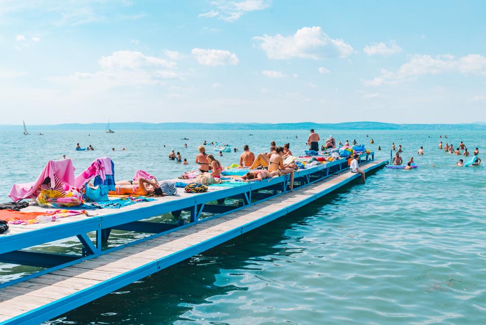 Balaton, nyár, napsütés! – Elképesztő balatoni szállodák saját stranddal