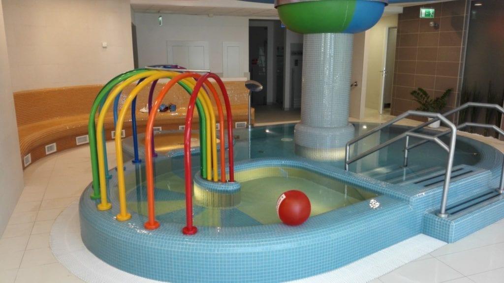 Kenese Bay Garden Resort & Conference – Gyermekbarát hotel, saját balatoni stranddal