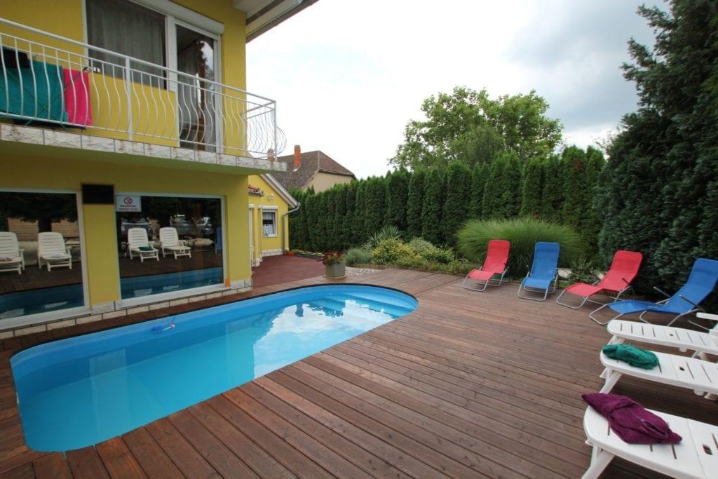 15 kiadó vendégház medencével – Strandolj a kertben meseszép környezetben!