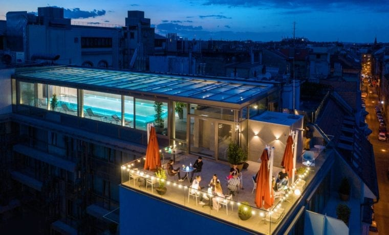 sky_bar_pool_budapest_medences_rooftop_bar