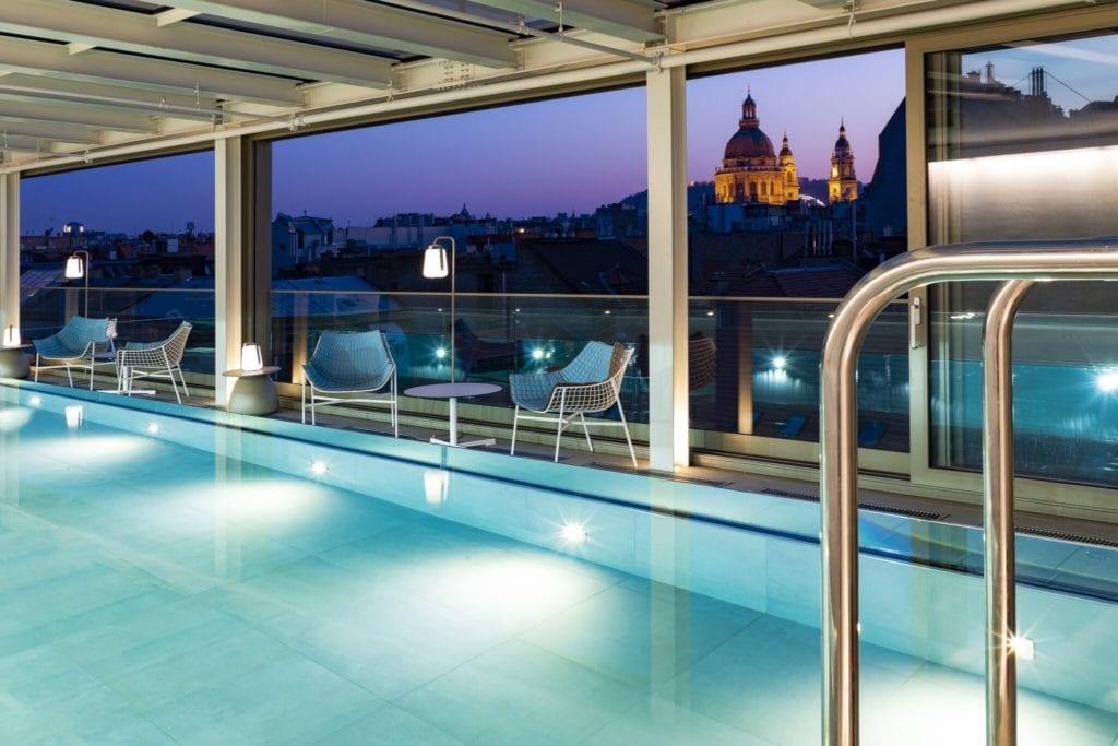 Sky Bar & Pool - Budapest első és egyetlen medencés rooftop bárja