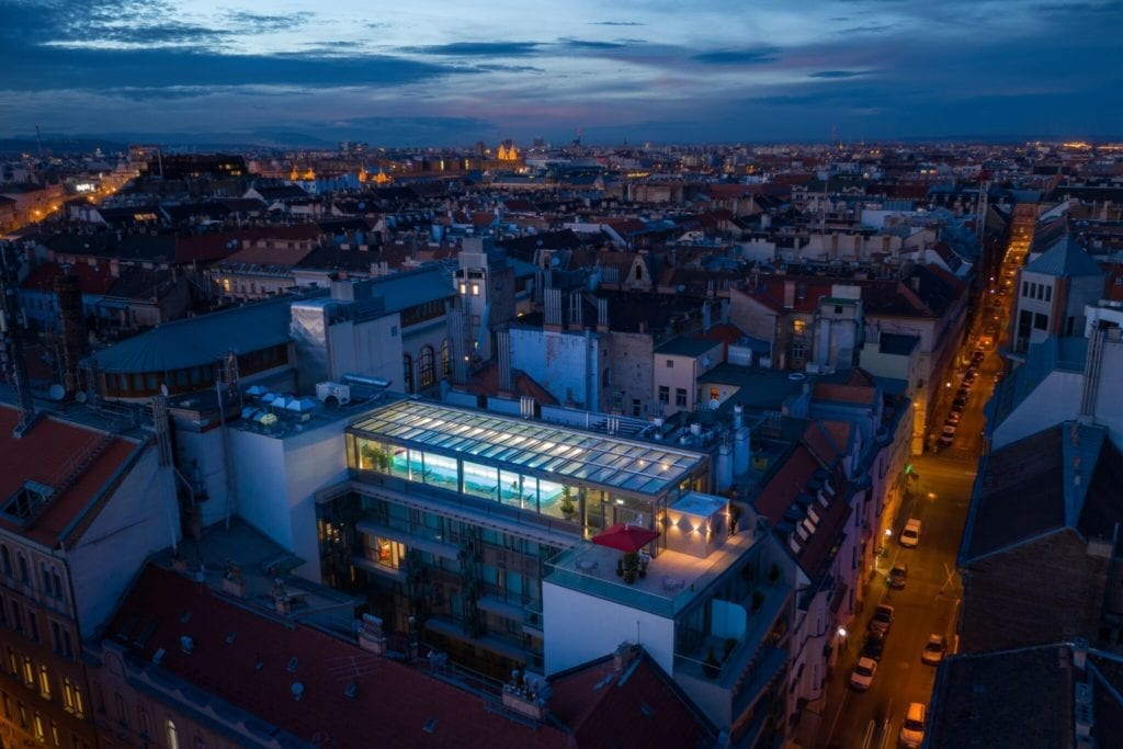 Sky Bar & Pool - Budapest első panorámás medencés tetőbárja