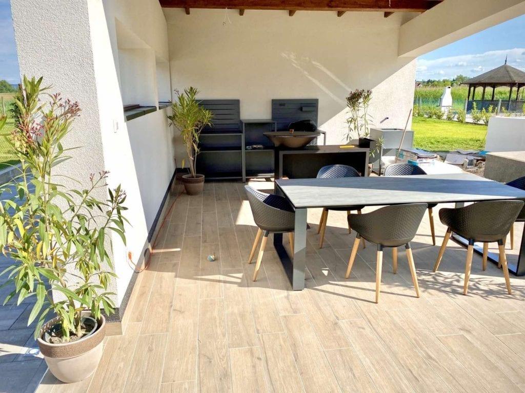 Lelle Sun and Pool Apartments Balatonlelle – medencés, csendes szállás a szőlődombok mellett