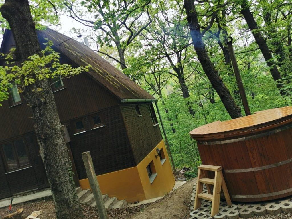 Tölgyes Menedék Noszvaj – Hangulatos erdei faház, ahol elvarázsol a természet