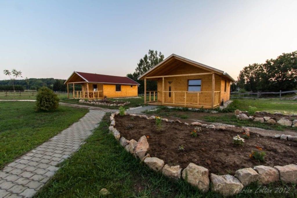 Tündérfarm, Tündérmajor – Meghitt faházak a Bakony tündérszép ölén