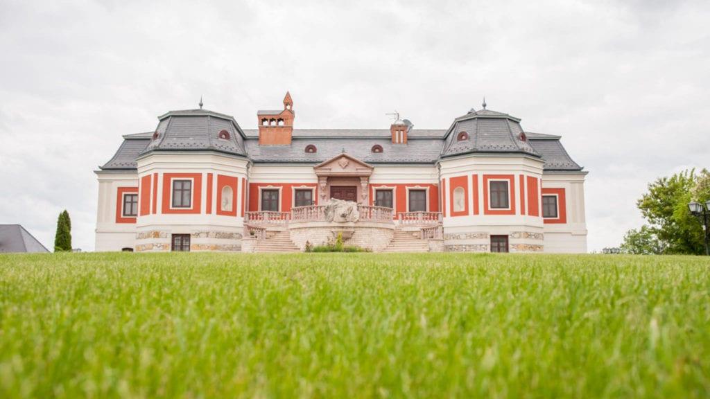 10 meseszép fekvésű kastély, ahol esküvőt is lehet tartani