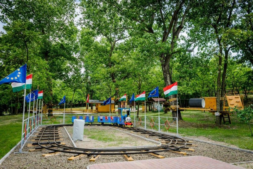 Nagy térképes kalandpark gyűjtemény a legjobb játszóterekkel, gokart és bobpályákkal kiegészítve