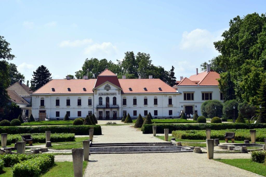 10 szellemjárta hely Magyarországon: kísértetkastélyoktól a hátborzongató legendákig