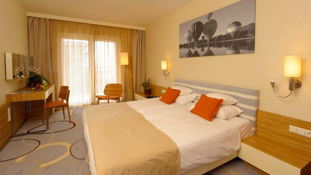 Töltse meg élményekkel a nyaralást  a Velence Resort & Spa****-ban!