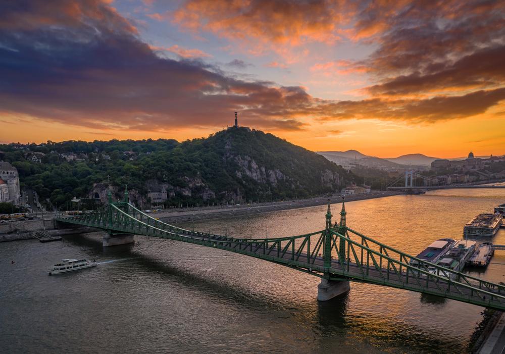 Vörösen pompázik a horizont – 12 hely Budapesttől a Balatonig, ahol a legszebb a naplemente