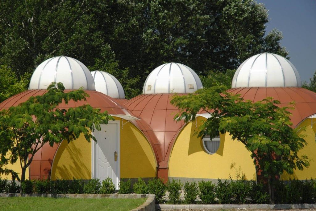 Barlangszállások, meseházak, jurták – Egzotikus bungalók Magyarországon