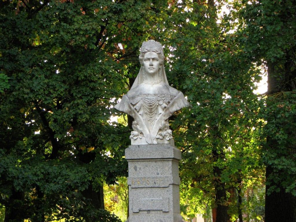 Szuper Nőnapi Kirándulás - Kilátók, kirándulóhelyek, és női szobrok