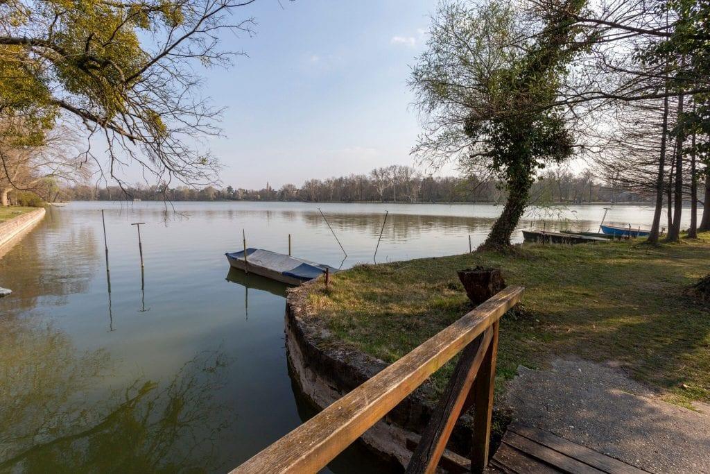 Ragadd meg az élményt! A tatai Angolpark és Cseke-tó nem hagy unatkozni!