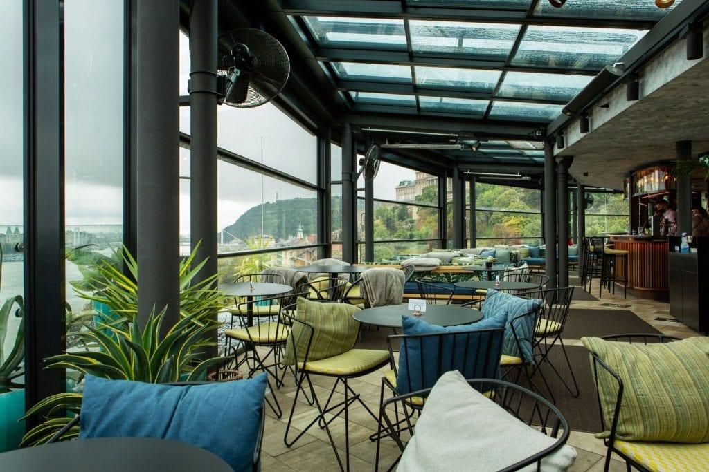 Ízek és élmények a város felett – A legszebb rooftop bárok Budapesten
