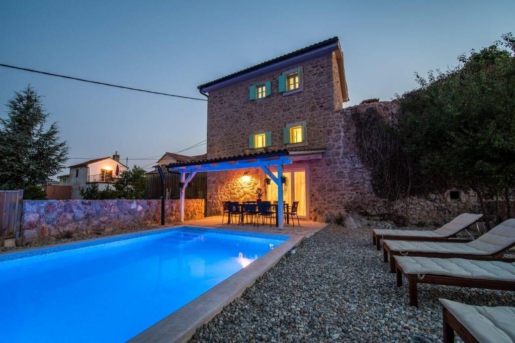 Fényűző horvátországi villák hűs vizű szabadtéri medencékkel