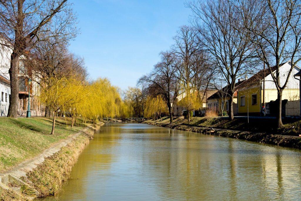 Evezz át a városon! – Vadregényes vízitúra Gyula és Békéscsaba legszebb részein