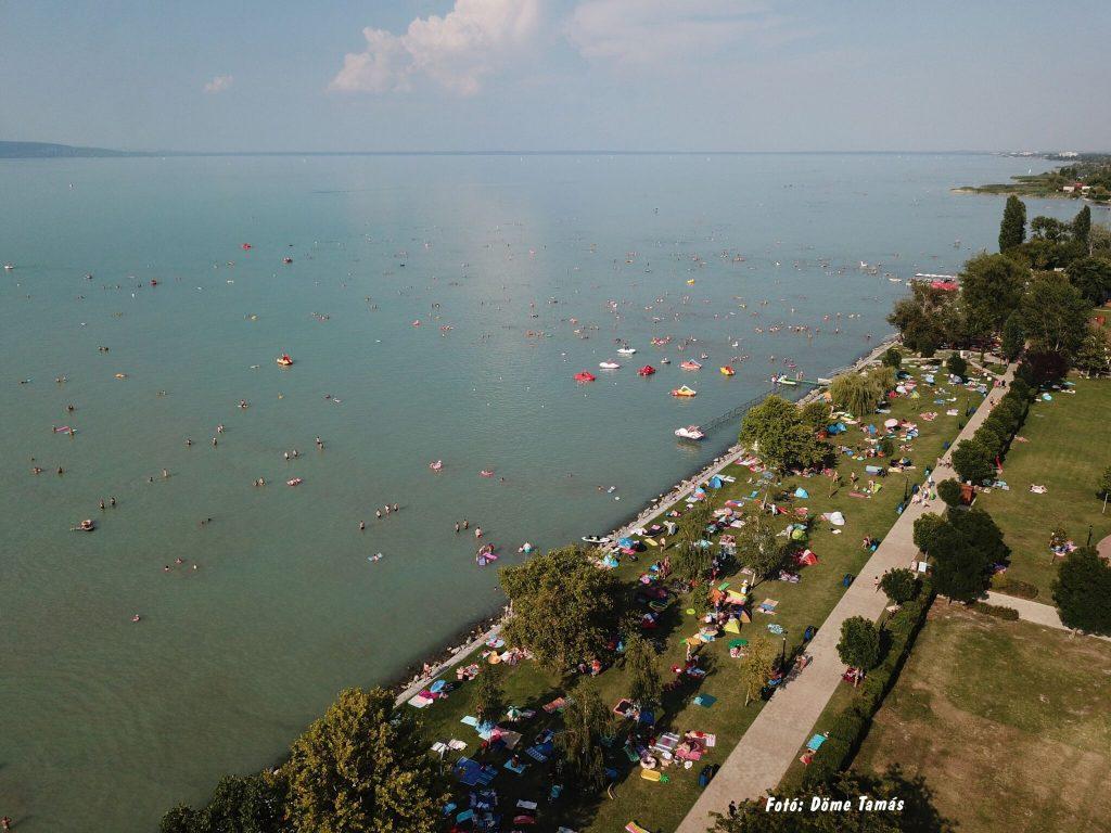 Ezek a kiváló vízminőségű strandok a Balatonon - Kék Hullám Zászlós strandok toplistája 2021