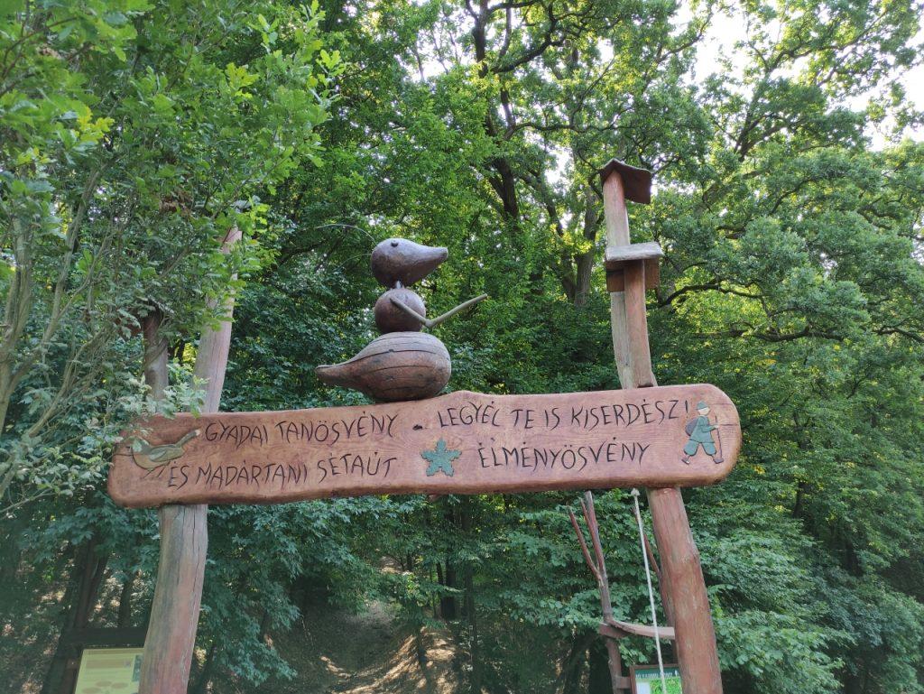 A tökéletes kirándulóhely, ha a kisebb gyerekkel is szeretnétek megkedveltetni a természetjárást: Katalinpusztai Látogatóközpont és a Gyadai tanösvény
