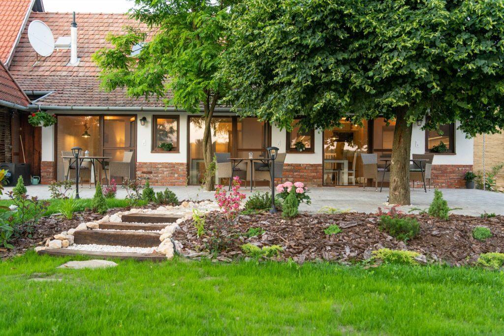 Imádnivaló őszi búvóhelyek, erdei hangulatú vendégházak